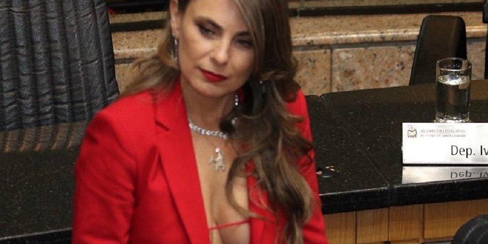 Diputada brasileña usa una blusa muy escotada y amenazan con violarla