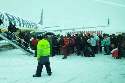 Más de 200 españoles, encerrados durante 6 horas en un avión de Ryanair en Praga