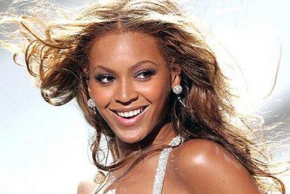 La atrevida foto de Beyonce en un minivestido mostrando los jamones y por poco su intimidad