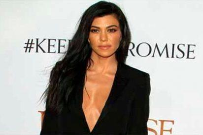 Fotos: Kourtney Kardashian se abre el abrigo y lo muestra todo