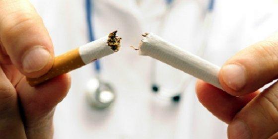 El padre al que el juez quitó la custodia de sus hijos por fumar puede recuperarla si deja el 'cigarrito'