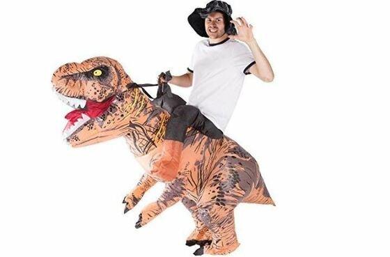 Disfraces de Carnaval originales - paseando a un T-Rex