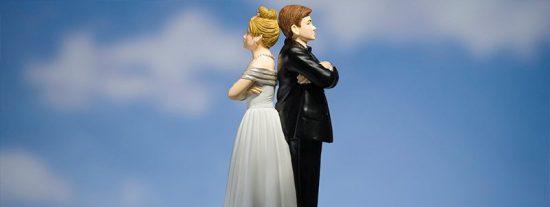 """Anulan su matrimonio y le multan con 3.000 euros por """"ocultar"""" a su esposa una relación homosexual previa"""