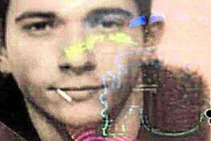 Un joven español gana una absurda apuesta al conseguir aparecer con un palillo en la boca en su foto del DNI