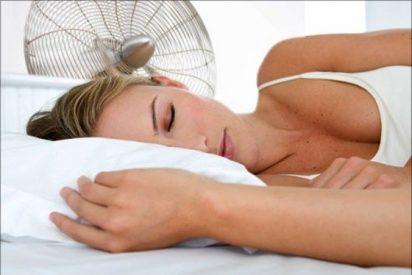¿Sabías que las personas que duermen de lado tienen peor humor por la mañana?