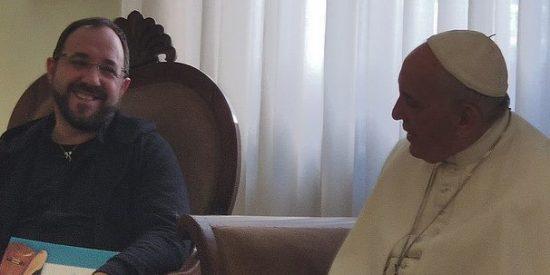 El Papa anima a Toño Casado a llevar '33: el musical' por el mundo