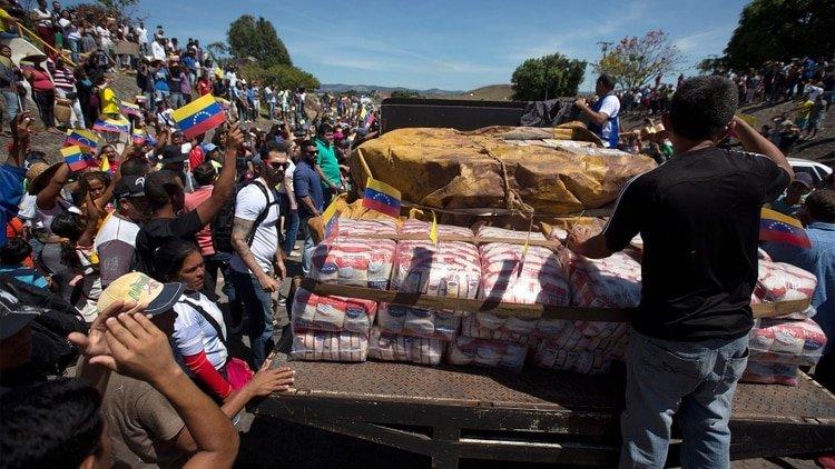 La represión y asesinato chavista no evitó la entrada de 50 toneladas de ayuda humanitaria