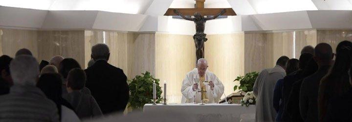 """Francisco: """"El Señor pregunta dónde está en nuestro corazón el hermano hambriento, enfermo y encarcelado"""""""