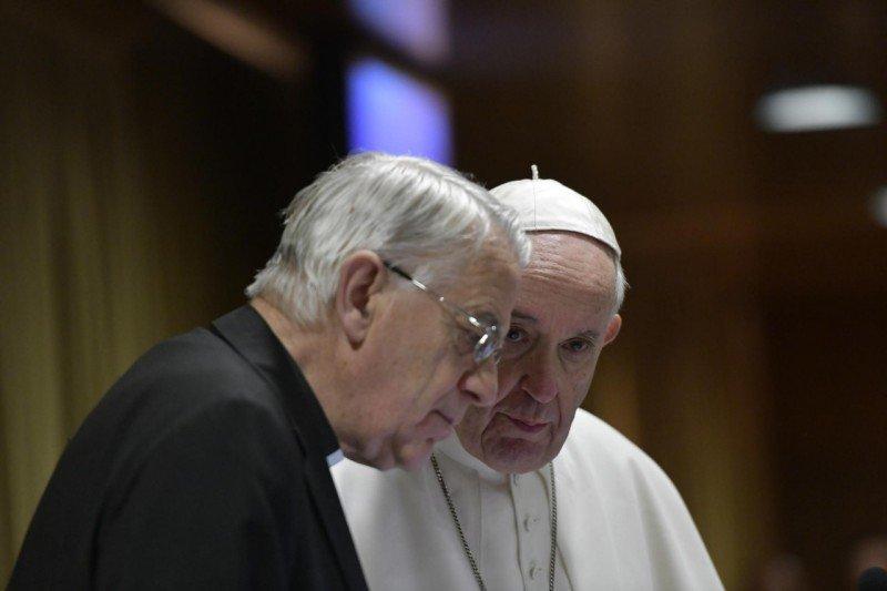"""Lombardi anunció la creación de una """"Task Force"""" vaticana para la lucha contra la pederastía"""