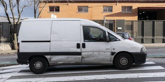 El oscuro misterio que esconden las furgonetas blancas sin rotular que circulan por TODA España