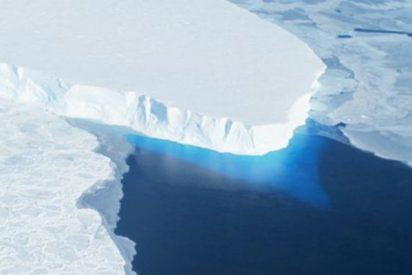 """La NASA descubre este """"inquietante"""" agujero que crece a gran velocidad en el glaciar Thwaites"""