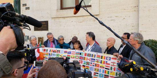 """Las víctimas, al Vaticano: """"El tiempo de las palabras ya ha pasado, se necesitan acciones contundentes"""""""