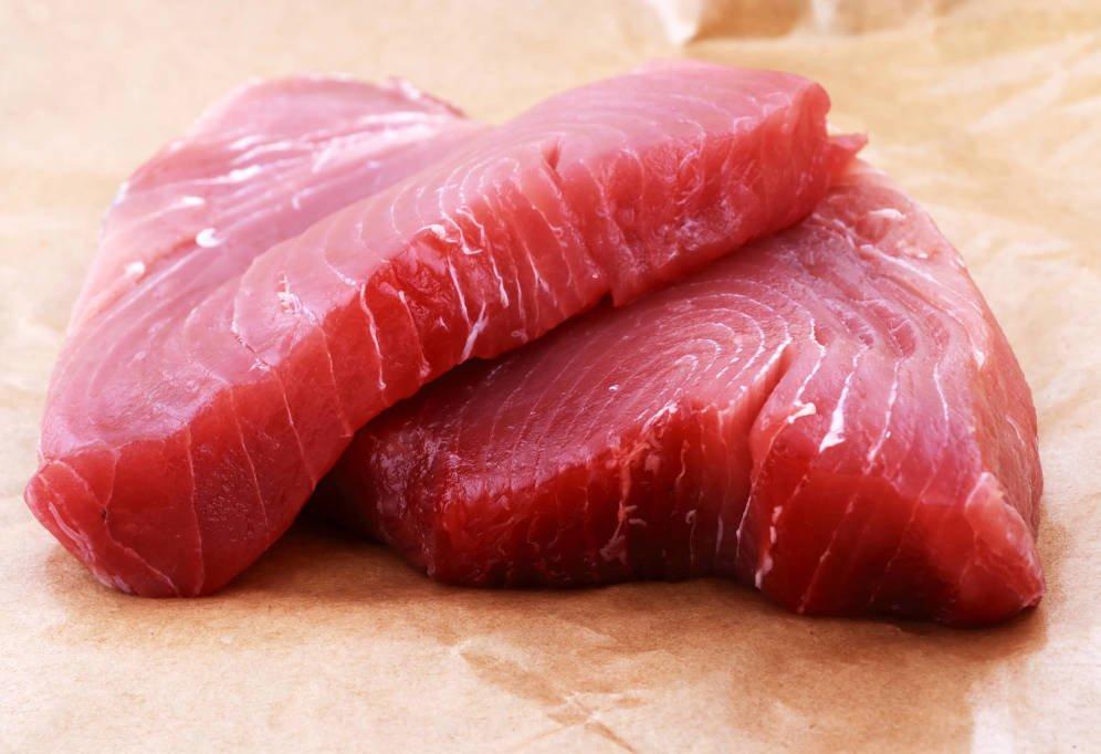 El sucio negocio de la venta de atún putrefacto adulterado para aparentar fresco