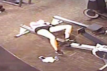 El dramático momento en que una joven sufre un infarto practicando remo en el gimnasio