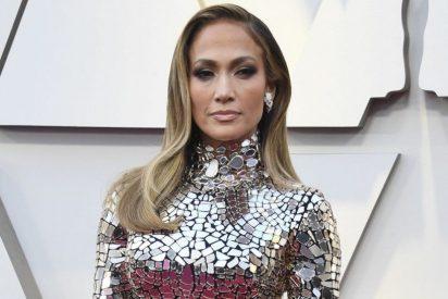 Las marcadas curvas de Jennifer López en la alfombra roja del Oscar