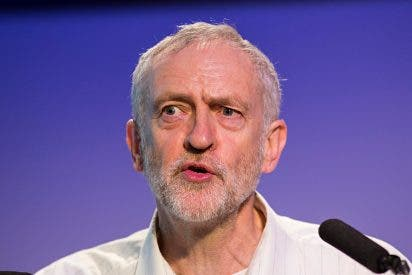 El 'rojo' Corbyn cede a las presiones de las bases laboristas y apoya un nuevo referéndum sobre el Brexit