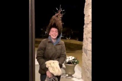 ¡Increíble! Joven muestra como se le congela todo el pelo en unos pocos segundos