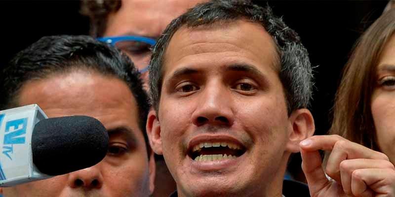 """Guaidó pide al Papa ayuda para lograr """"el fin de la usurpación"""" de Maduro"""