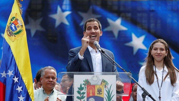 """El presidente Juan Guaidó denunció que Maduro quiere """"mover USD 1.200 millones del Bandes a Uruguay"""""""