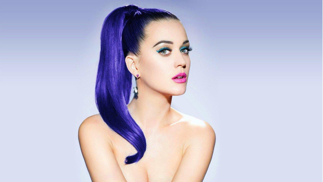 Katy Perry se disfraza de una sexy Mrs. Claus: el mejor regalo de Navidad