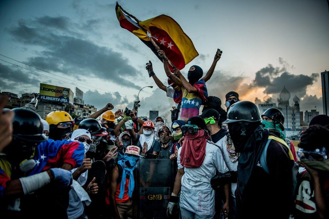 """""""Esperanzados, pero en tensión"""": La cuenta atrás para la libertad en Venezuela"""