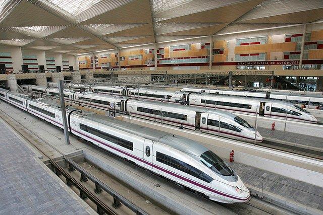 El AVE Madrid-Barcelona, habitualmente lleno, funciona ahora con una ocupación del 1%