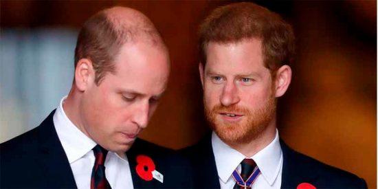 El príncipe Guillermo no quería ser Rey y su hermano Harry se ofreció encantado a ocupar el puesto