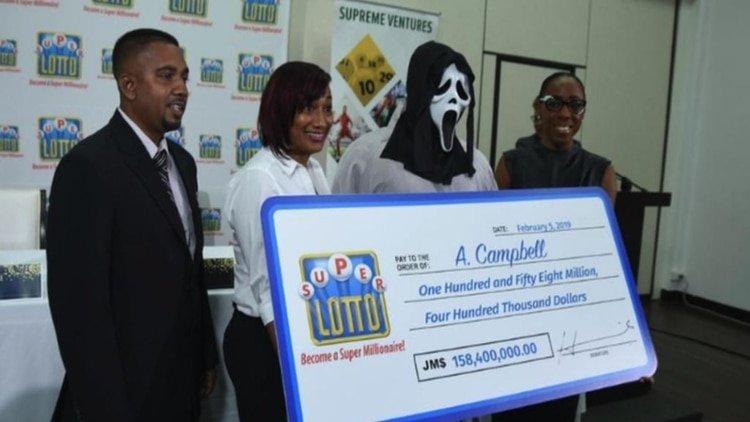 Gana la lotería y va disfrazado a cobrar el cheque para no compartir el premio con nadie