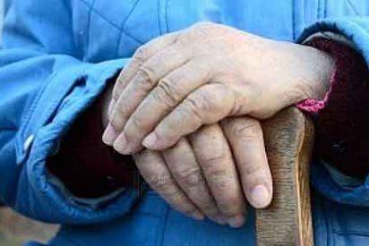 La foto del abuelo que le mandaron a una joven por WhatsApp y que hace llorar de emoción