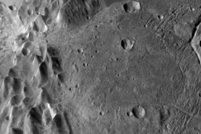 NASA: El primer mapa geológico de Caronte revela abundantes cráteres nuevos