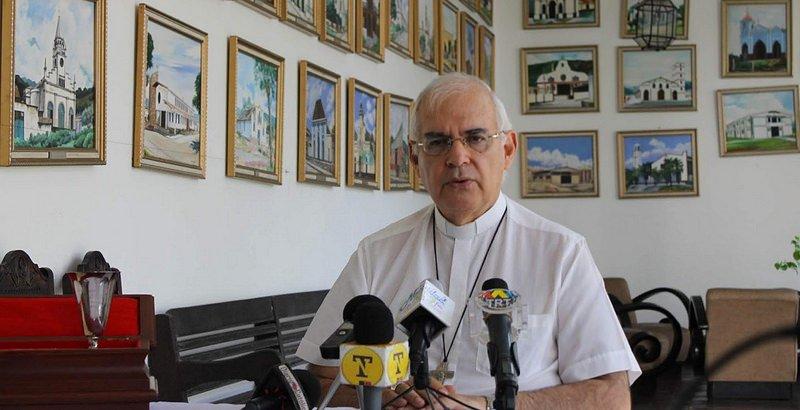 """Monseñor Moronta pide a las Fuerzas Armadas de Venezuela que """"no levanten las armas contra sus hermanos"""""""