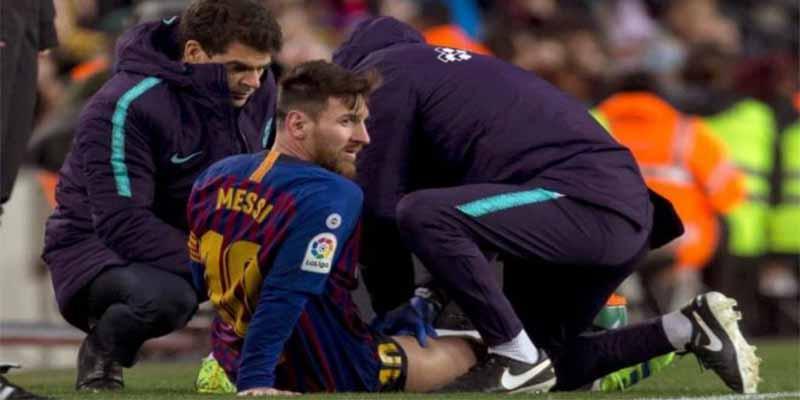 Leo Messi sufre una contractura en el muslo derecho, es duda ante el Real Madrid y el Barça se caga