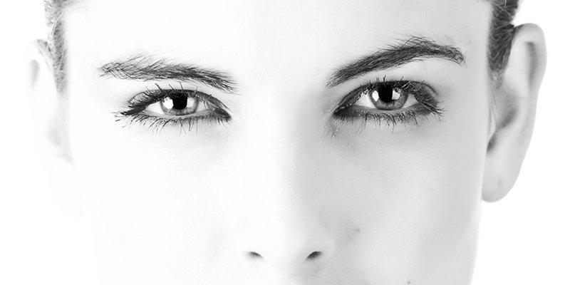 ¿Sabes qué curiosas reacciones inconscientes se producen en nuestro cerebro al mirar a los ojos a otra persona?