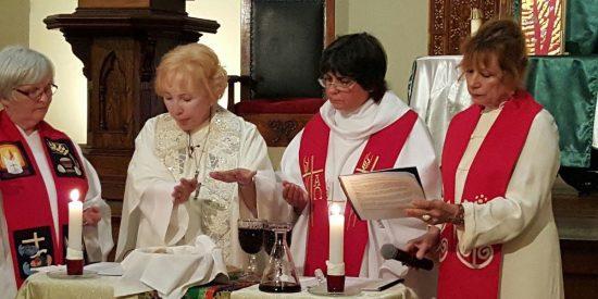 """Obispo de Magdeburgo: """"Las mujeres sacerdotes llegarán"""""""