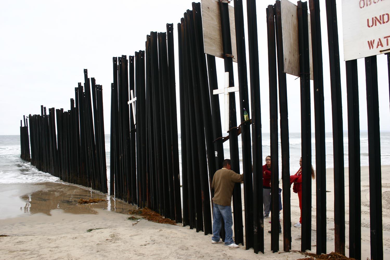 """Los obispos USA, """"profundamente preocupados"""" por el desaire de Trump al Congreso por el muro"""