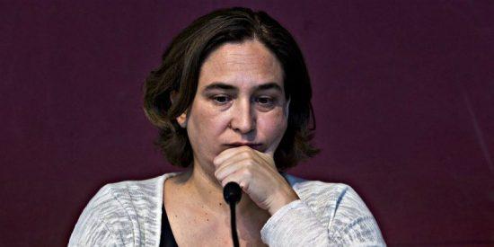 """El acto 'no independentista' de Ada Colau que acaba con 400 alcaldes coreando """"independencia"""""""
