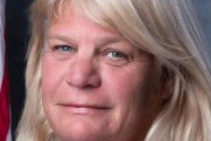 Acoso sexual: Concejala de Florida lame y manosea a sus empleados