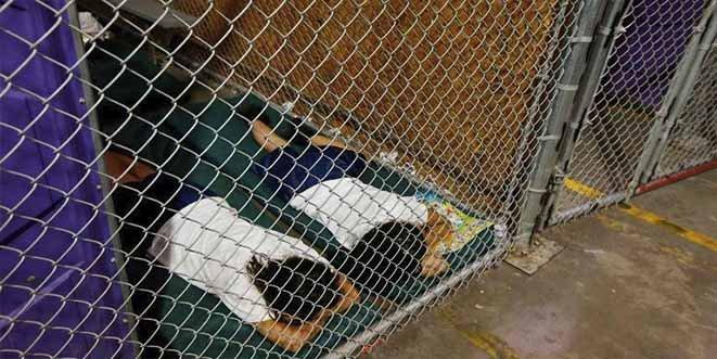Incumplimiento de Trump mantiene a 100 inmigrantes menores de edad separados de sus padres