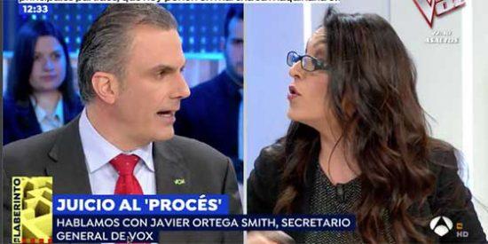 Ortega Smith deja petrificada a una podemita al avisarle lo que pasará con sus aliados golpistas y filoetarras cuando VOX irrumpa en el Parlamento