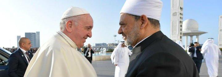 Ochocientos años después, el nuevo abrazo entre Francisco y el Gran Imán