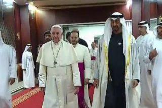El Papa ya está en suelo de los Emiratos, recibido con los máximos honores