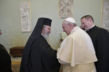 """El Papa pide a católicos y ortodoxos griegos """"no permanecer prisioneros de las diferencias"""""""