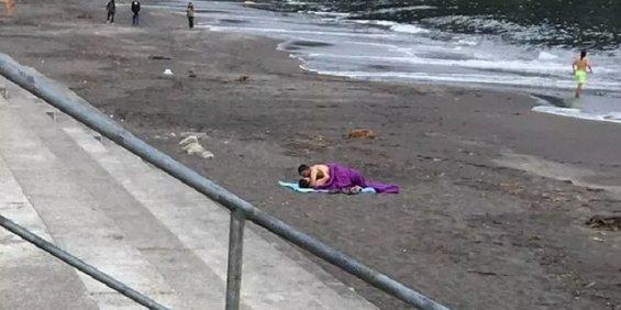 Pillan a una pareja teniendo sexo en una playa pública y en pleno día
