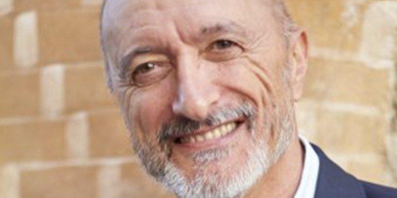 """El tuit que un cabreado Pérez-Reverte ha borrado """"por consejo legal"""""""