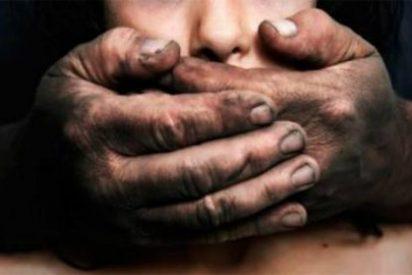 Así detiene la Policía Nacional a un anciano de 78 años en un prostíbulo catalán por abusar de una chica de 15