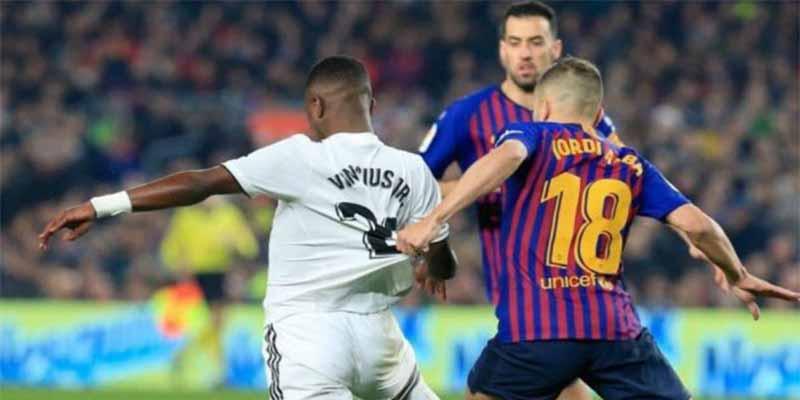 ¡Censura! El penalti a Vinicius que cometió Jordi Alba y la tele no mostró