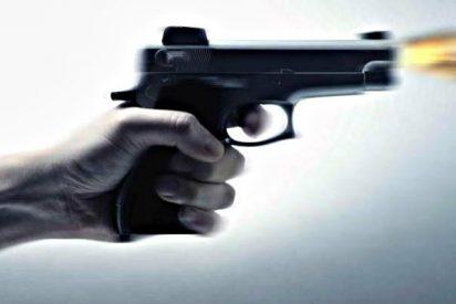 Un guardia civil retirado y con problemas psicológicos se atrinchera en su casa...con una pistola de fogueo