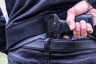Un hombre fallece por un disparo en la cabeza tras una violenta pelea con su hijo