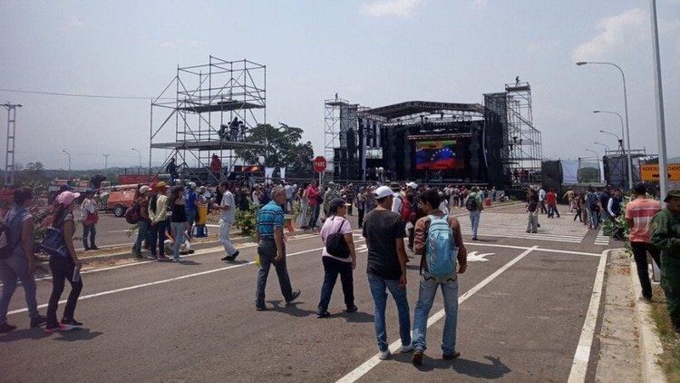 El ridículo concierto chavista: Artistas desconocidos, baja concurrencia y abundante presencia militar
