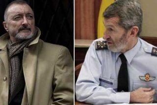 """Pérez-Reverte pone voz a los cientos de españoles que han leído el incomprensible tuit de Julio Rodríguez: """"Me dan sudores fríos cuando pienso que las fuerzas armadas estuvieron en sus manos"""""""